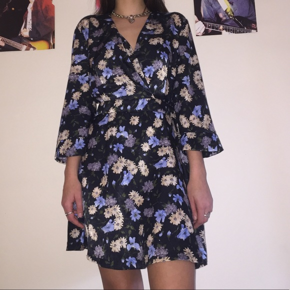 6fa41838 Zara Basic Size M Black V Neck Floral Dress. M_5c78212faa87709b9d506988